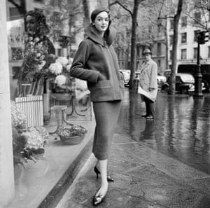 Prêt-à-Porter on a rainy day, Paris 1960