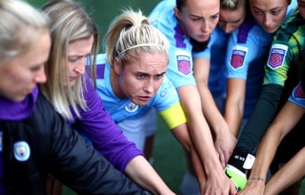 The Manchester City captain, Steph Houghton, leads a team talk.
