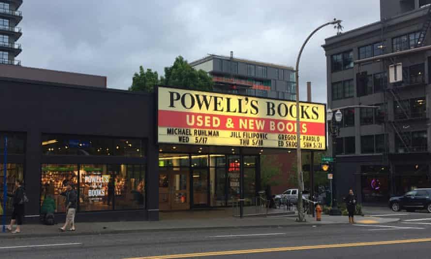 Powell's City of Books on West Burnside Street. Portland, Oregon, USA.