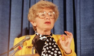 Sex therapist Dr. Ruth Westheimer speaks to members of the American Society of Newspaper Editors during a convention in Washington, April 9, 1986