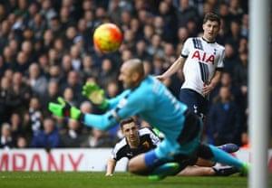 The impressive Ben Davies shoots across goal.