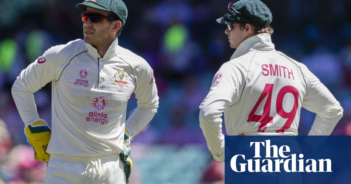 Tim Paine defends Steve Smith over crease-scuffing claim
