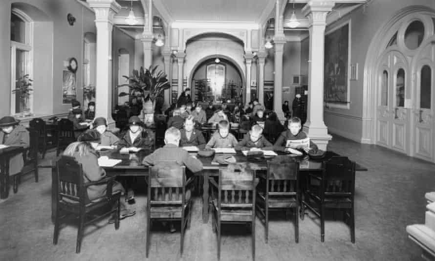 Theodor Höijer, Rikhardinkatu Library, Helsinki 1881. Children in the Rikhardinkatu Library reading room. Photo from 1924.