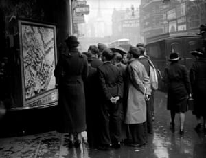 A crowd looking at a map of Abyssinia in the window of the Express building around the time of the Italian invasion in October 1935
