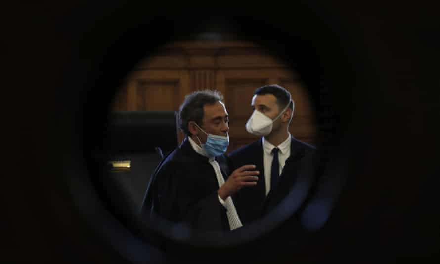 Laurent Bayon, left, one of Félicien Kabuga's French lawyers, wears a mask in the courtroom on 20 May Wednesday.
