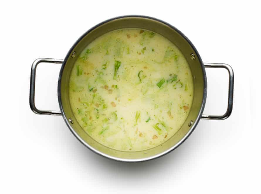 Felicity Cloake's broccoli and stilton soup04