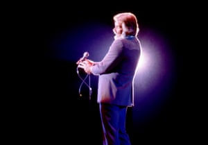 Kenny Rogers on stage during a concert on 8 November 1981 at the Crisler arena in Ann Arbor, Michigan