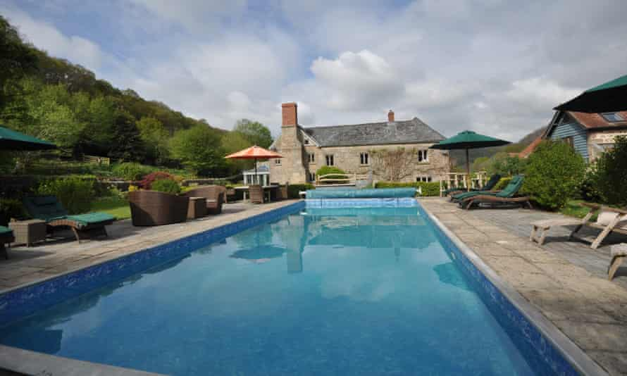 Outdoor pool at Deepdean The Cockerel (Forest of Dean)