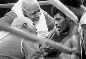 Leon Spinks is attended to between rounds in his heavyweight title rematch bout with Muhammad Ali in New Orleans.
