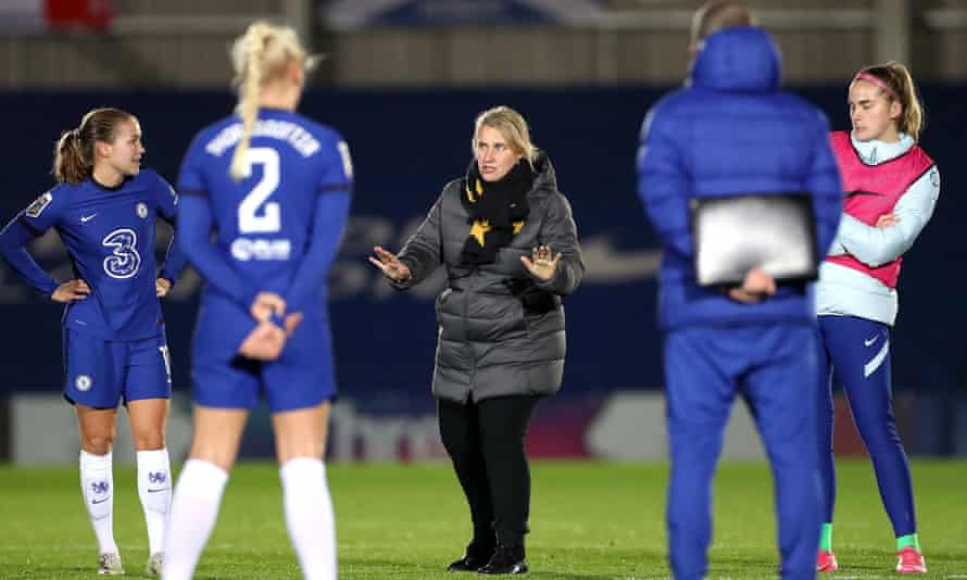 Chelsea manager Emma Hayes says she will allow her overseas players to return home for Christmas.