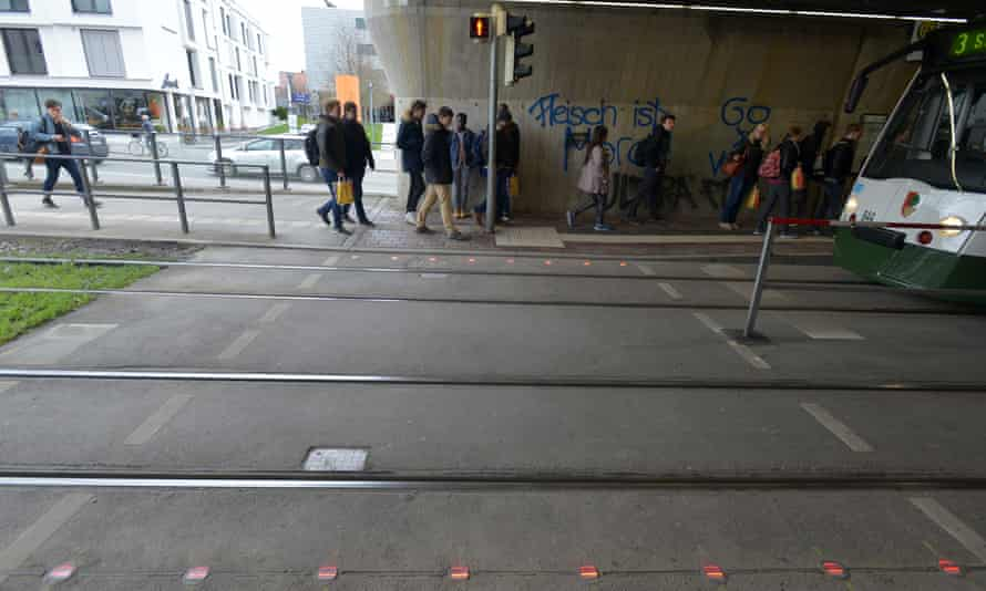 The special traffic lights have been installed at two stations in Augsburg, as well as three locations in Cologne.