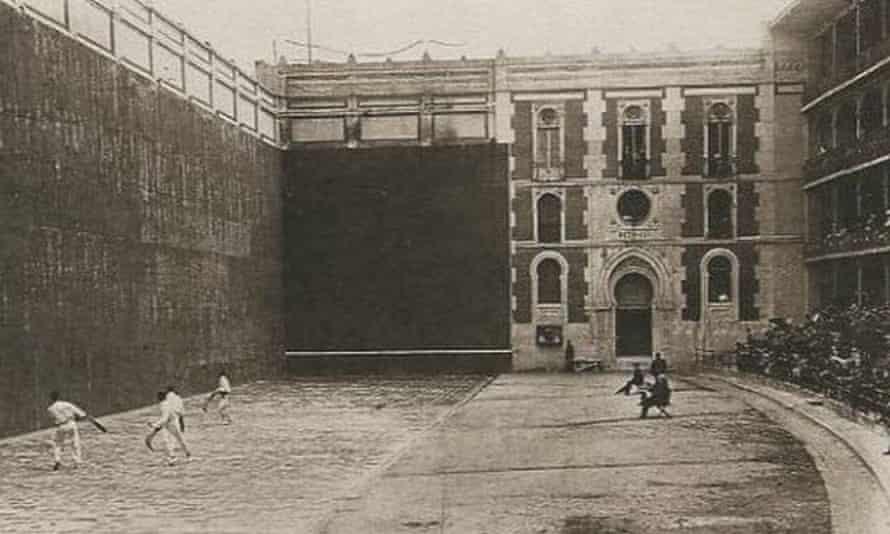 Pelota in progress at the Frontón Beti-Jai, Madrid.