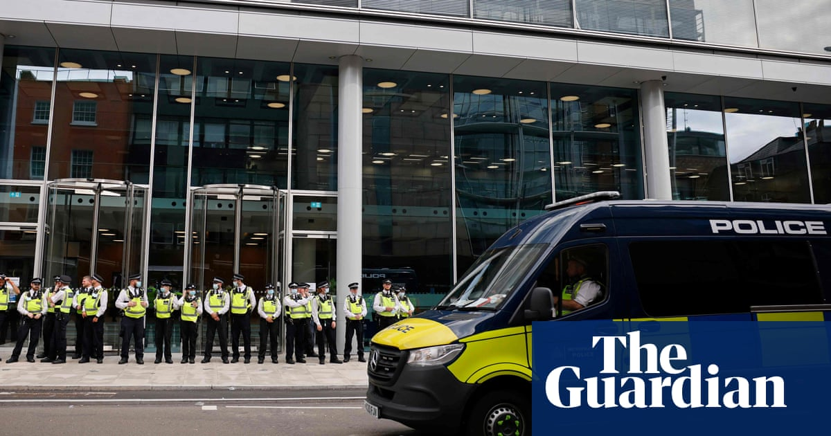 Anti-vaccine protesters occupy ITV and Channel 4 News headquarters – video