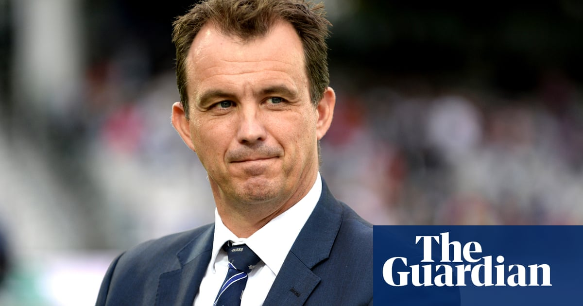 England's cricketers privately query £2.1m bonus for ECB executives