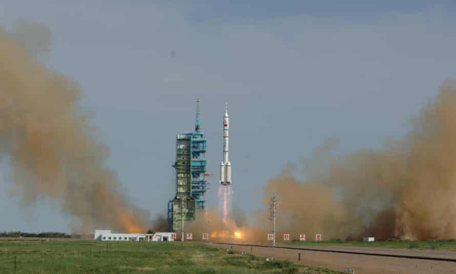 launch of China's Shenzhou X space mission