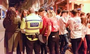 Students on Nottingham's varsity bar crawl