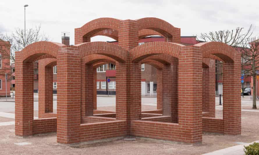 Mursten, 1994, a 'brickwork' sculpture by Per Kirkeby in Höganäs, Sweden.