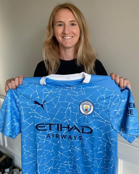 Sam Mewis with a Manchester City shirt