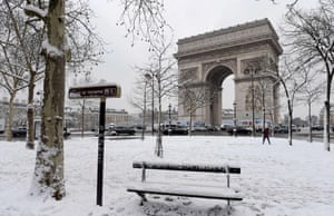 A quiet square in front of the Arc de Triomphe