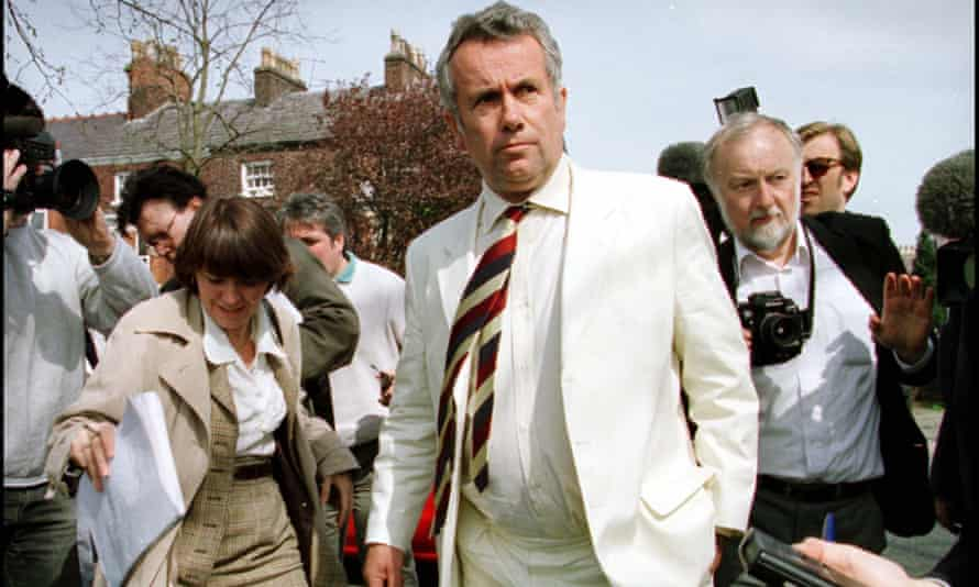 Martin Bell campaigning in Knutsford during the 1997 general election