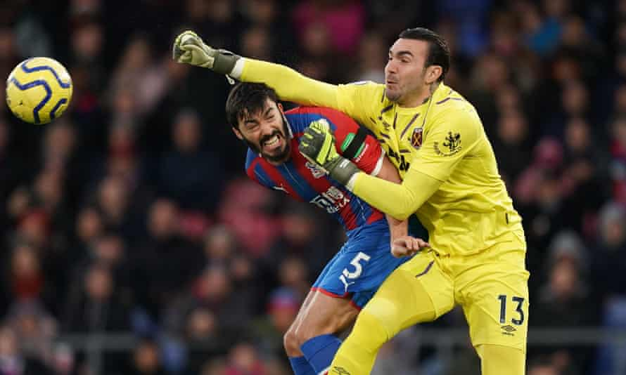 Roberto in action for West Ham against Crystal Palace in December 2019.