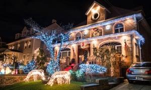 Christmas decorations, New York - 19 Dec 2015. Credit: Photo by Erik Pendzich/REX/Shutterstock