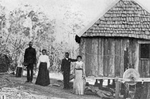 South Sea Islanders on a sugar plantation at Diddillibah, Queensland, 1906.