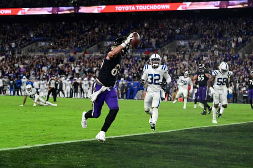 Tight end Mark Andrews scores a TD.