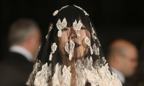 preview night of savage beauty by alexander mcqueen in pictures