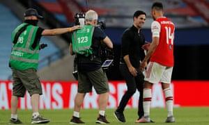 Arsenal manager Mikel Arterta congratulates goalscorer Pierre-Emerick Aubameyang after final whistle.