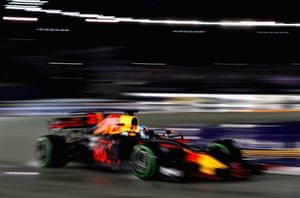 Will Ricciardo gamble with tyre change.