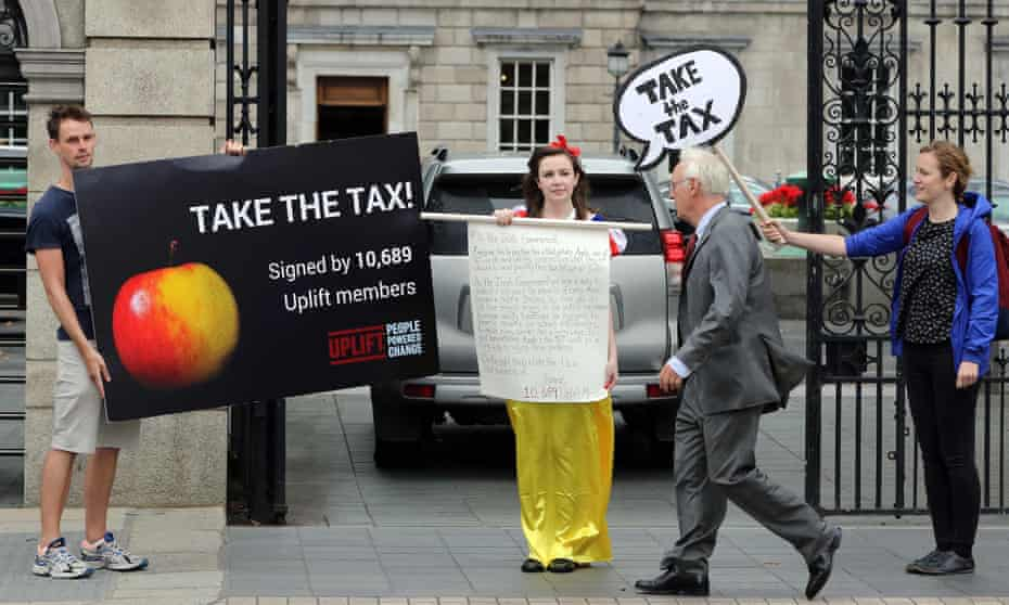 Protests outside the parliament buildings in Dublin over Apple's tax bill.