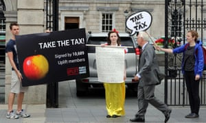 A woman dressed as Snow White protests outside parliament in Dublin in support of the EC's tax ruling.