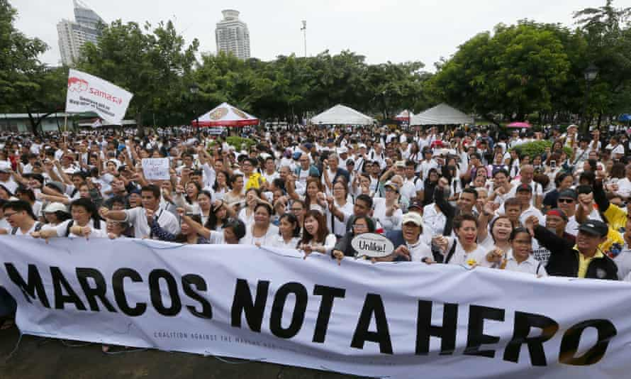Protesters at Rizal park opposing the Marcos burial.
