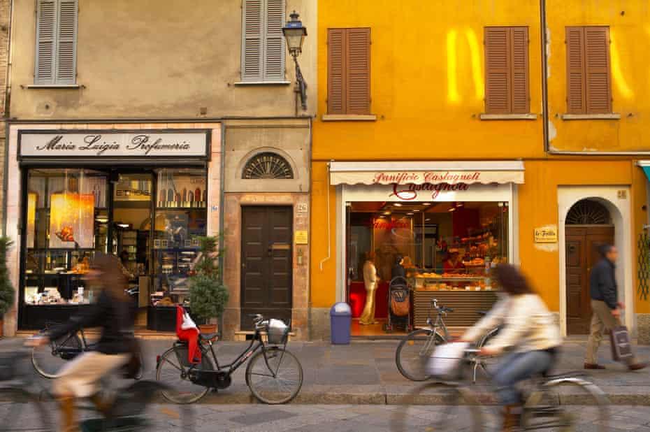 See the city by bike using the La Cicletteria di Parma scheme.