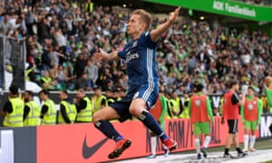 Hamburg's Lewis Holtby celebrates scoring their second goal against Wolfsburg.