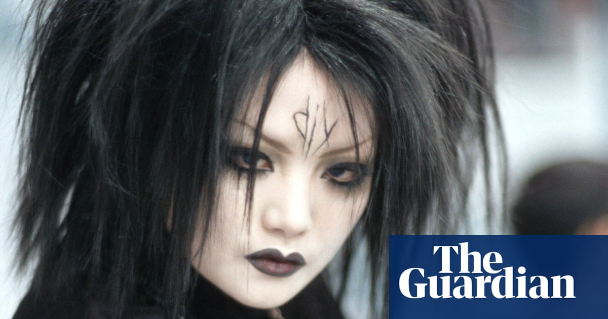 China's goths protest after woman told to remove 'distressing' make-up on subway