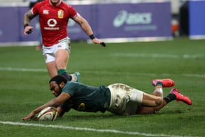 Lukhanyo Am of South Africa scores a try.