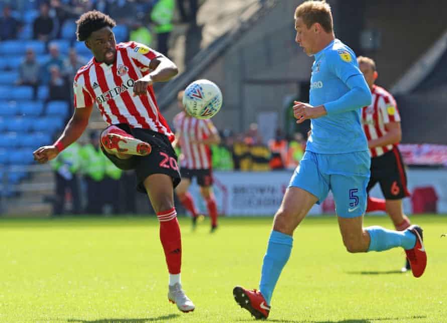 Sunderland's Josh Maja, left, has nine goals this season and has referenced Jermain Defoe's role in his development.