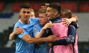 Kevin De Bruyne of Manchester City celebrates with team mates after scoring their equaliser.
