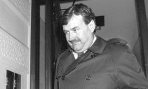 随后,斯温顿董事长布莱恩希利尔离开了FA纪律委员会,在那里他因违反足协的投注规则被禁赛六个月。希利尔的统治给俱乐部带来了高潮和低谷。