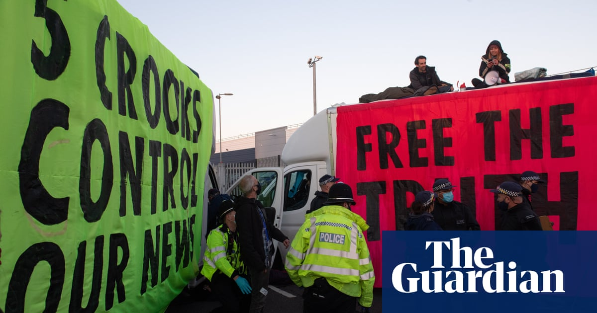 Boris Johnson accuses Extinction Rebellion of trying to limit public access to news