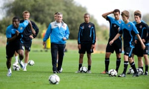 West Ham's academy director, Tony Carr (third left), gave El Maestro his first job, training the club's youth teams.