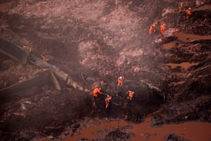 Rescue workers search for victims after the collapse of the Brumadinho dam