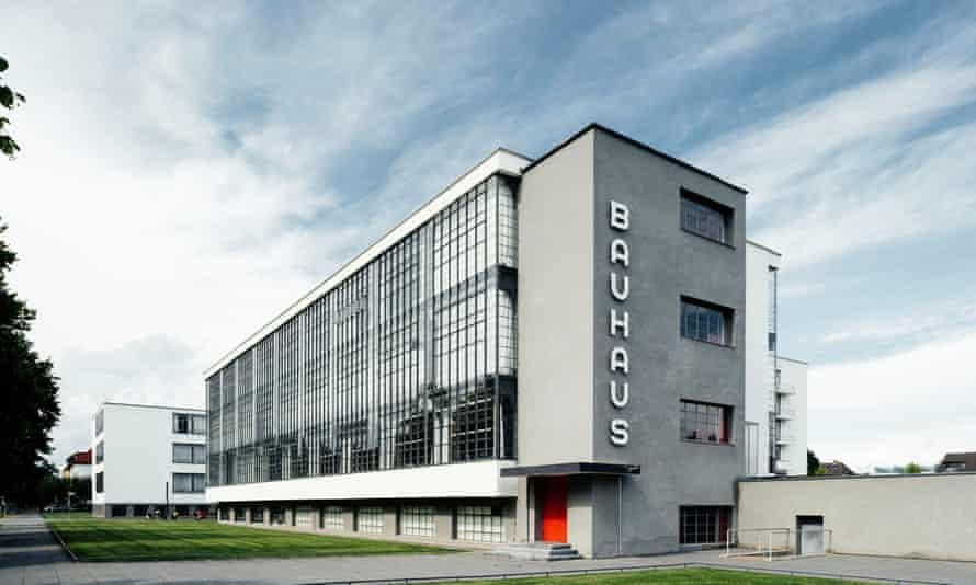 Bauhausgebäude/Bauhaus building, Dessau.