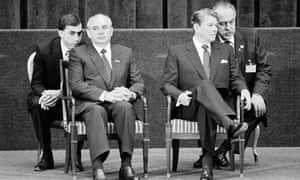 Peter Marlow captures US President Ronald Reagan, right, and Soviet leader Mikhail Gorbachev listening to their interpreters during a press conference in Geneva (1985).