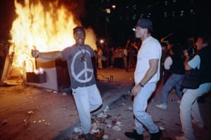 Demonstrators protest against the verdict in the Rodney King beating case in front of LAPD headquarters, on 29 April 1992.