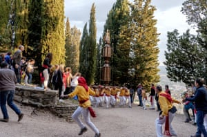 The ceraioli climb Mount Ingino to reach the Basilica of St Ubaldo