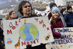 Around 500 protesters trekked 40 kilometres from Landquart to Davos to protest against climate change and global warming