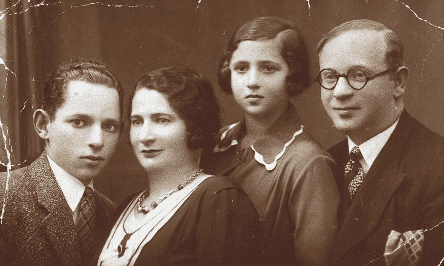 The Liwer family, pictured before 1939: (from left to right) Jacques, Chawa, Jadzia and Abraham.